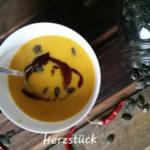 Kürbiscremesuppe mit Chili