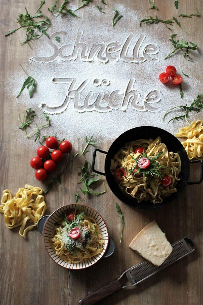 Fettuccine in Trüffel-Soße mit Kirschtomaten, Ruccola und Grana Padano