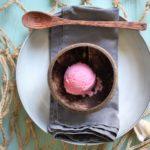 Frozen Joghurt mit passierten Johannisbeeren