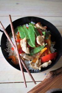 Pfannengemüse mit Reis und Hühnchen