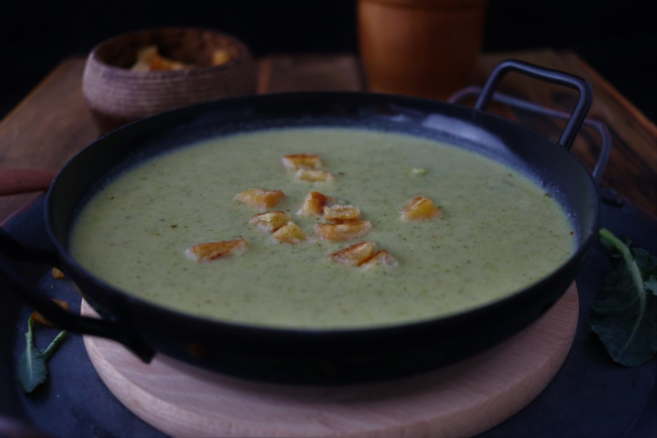 Brokkoli-Cremesuppe mit Croutons