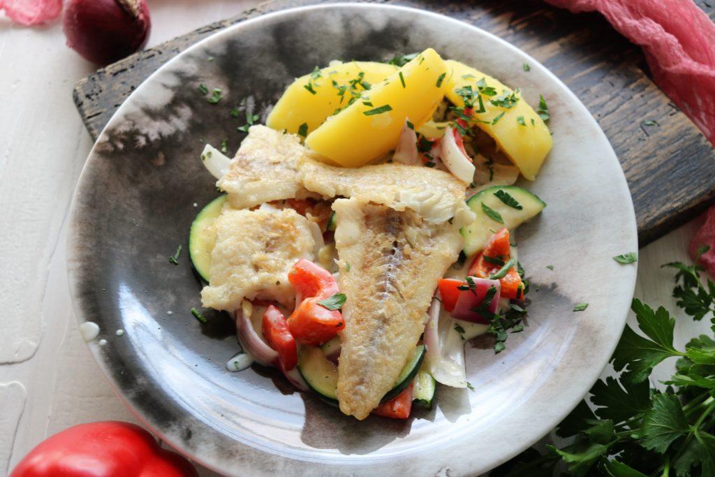 Sommergemüse mit Bratfisch